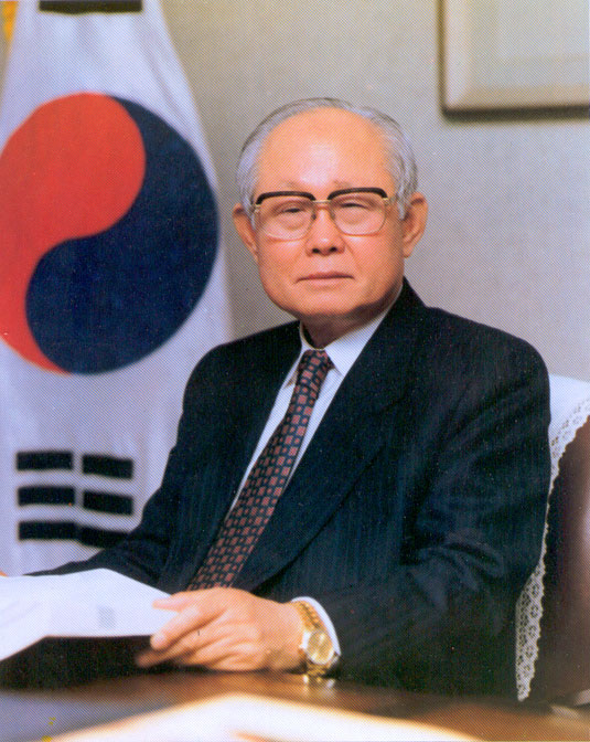 1st President <strong>Dr. Duk Young Oh</strong>